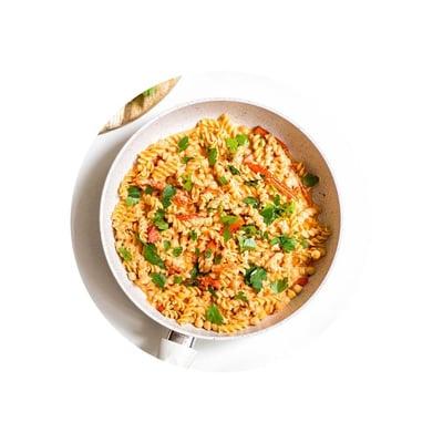 Veganské cizrnové těstoviny s paprikovou omáčkou