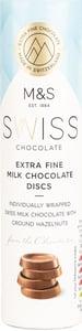 Marks & Spencer Kolečka ze švýcarské mléčné čokolády s mletými lískovými ořechy