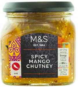 Marks & Spencer Mangové chutney s červenými chilli papričkami a semínky černé cibule