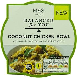 Marks & Spencer Kousky kuřecího masa s dýní a špenátem v kokosové kari omáčce s hnědou rýží Basmati