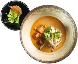 Tom Kha Kai - Thajská kuřecí polévka s kokosovým mlékem ze Sia