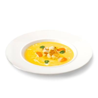 Napěněná mrkvová krémová polévka