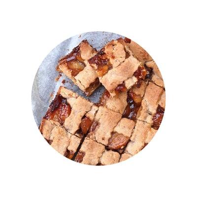 Ořechový koláč s karamelizovanými jablky