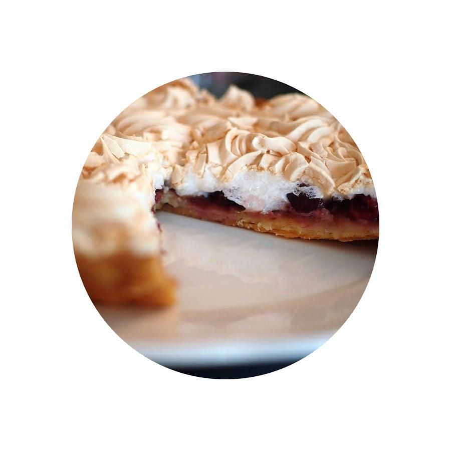 Třešňový koláč s bezé