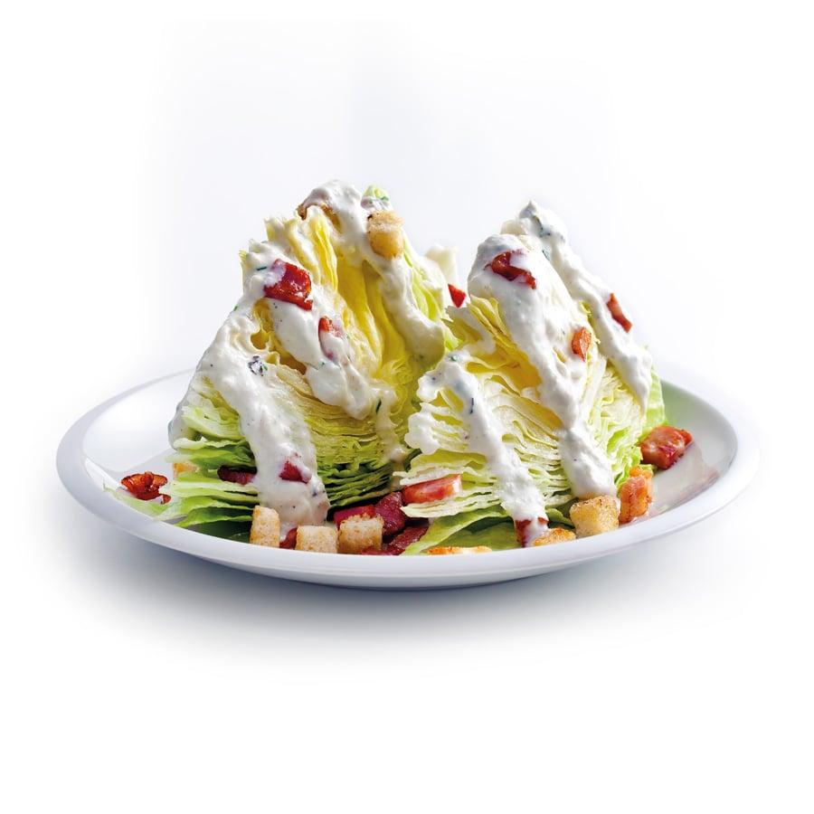 Ledový salát sdresinkem zmodrého sýra