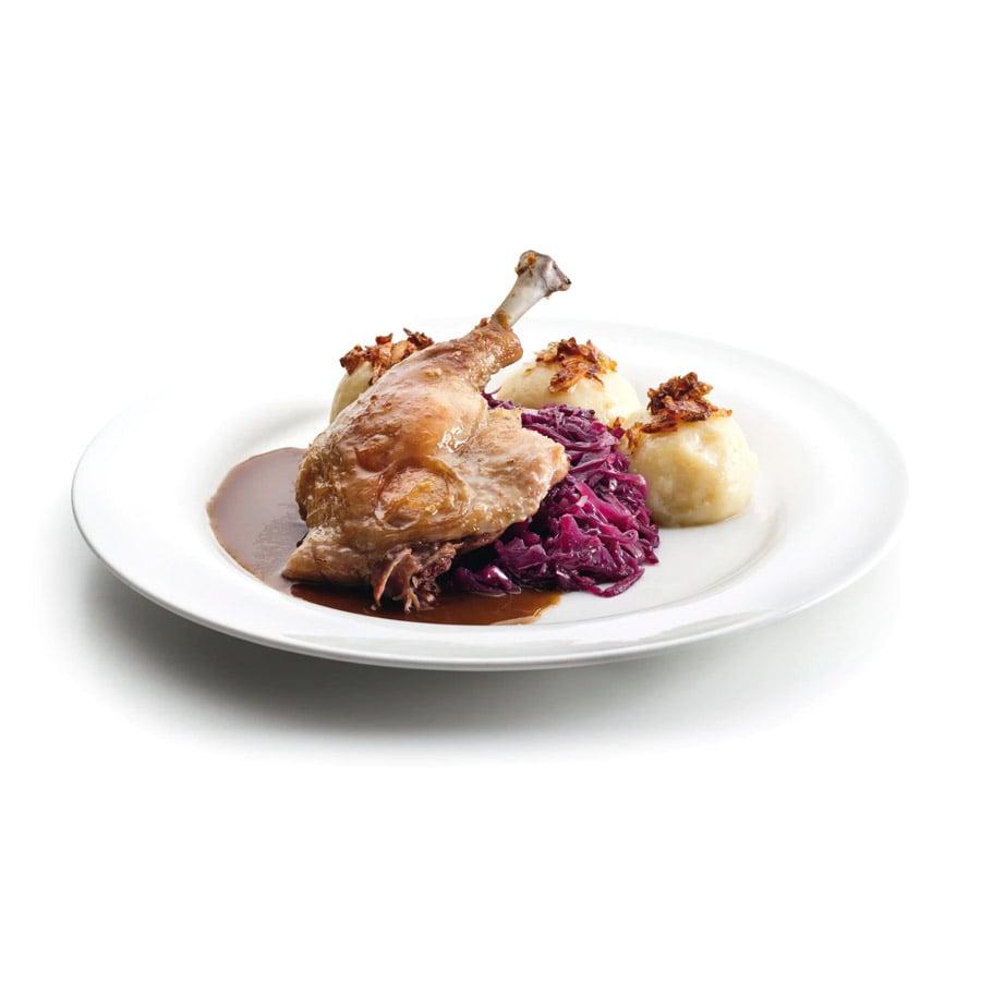 Pečená kachna s červeným zelím a bramborovým knedlíkem