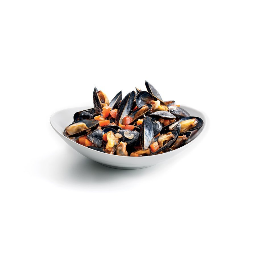 Mussels marinière with peppers and tomatoes