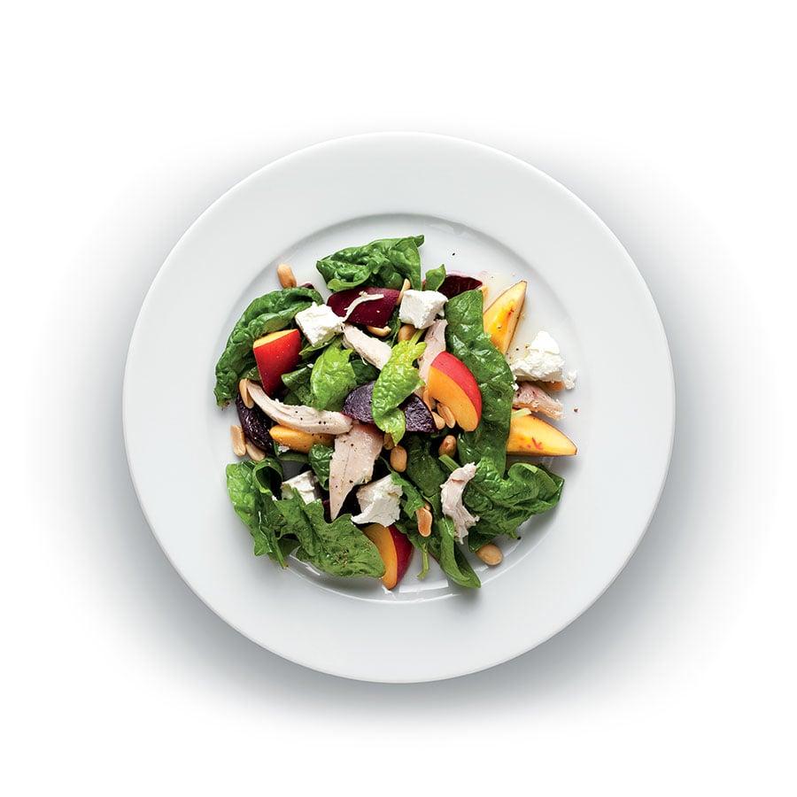 Kuřecí salát s řepou a nektarinkou