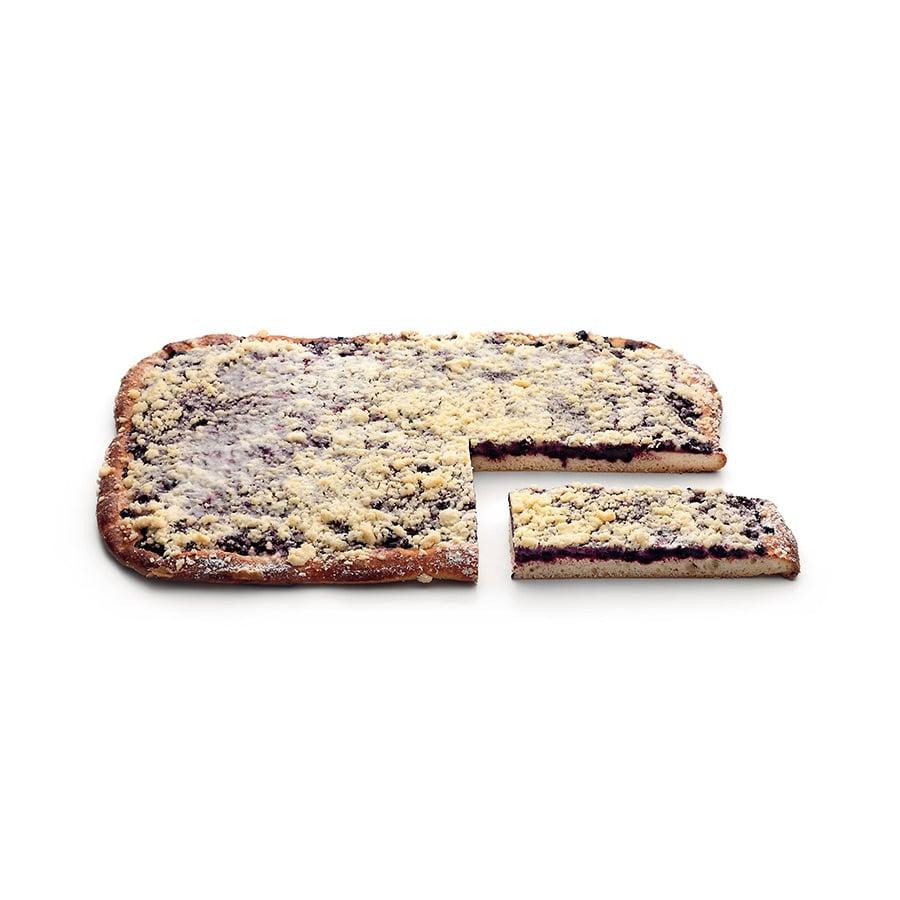 Borůvkový a švestkový koláč z kynutého těsta